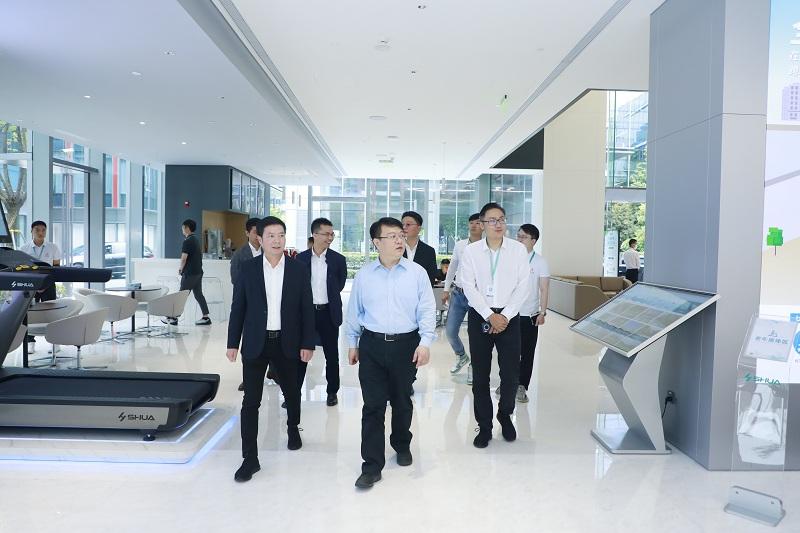 上海市体育局局长徐彬一行莅临舒华体育全球运营中心考察指导