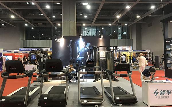 舒华出席2018广东国际健身展